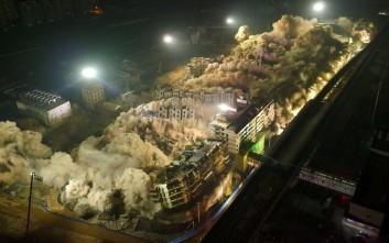 Εντυπωσιακή ταυτόχρονη κατεδάφιση 19 κτιρίων στην Κίνα