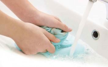 Τα τρία βασικά λάθη που κάνουμε πλένοντας στο χέρι