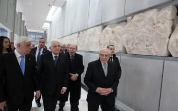 Ο Παυλόπουλος ξενάγησε τον Ματαρέλα στο μουσείο της Ακρόπολης
