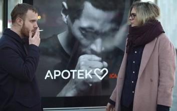 Προβοκατόρικη διαφήμιση... βήχει όποτε «μυρίσει» καπνό