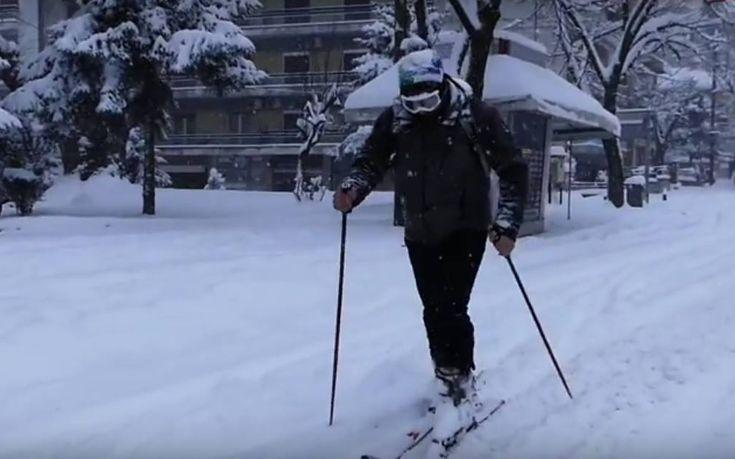 Βγήκαν με τα σκι στους δρόμους των Ιωαννίνων