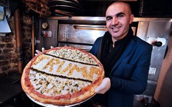 Πίτσα «Τραμπ» με νιφάδες χρυσού αξίας έως και 10.000 δολαρίων