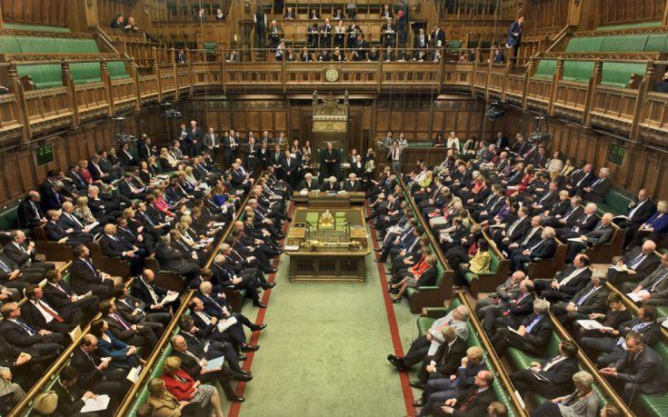 Βρετανοί βουλευτές ζητούν αύξηση λόγω φόρτου εργασίας ενόψει Brexit