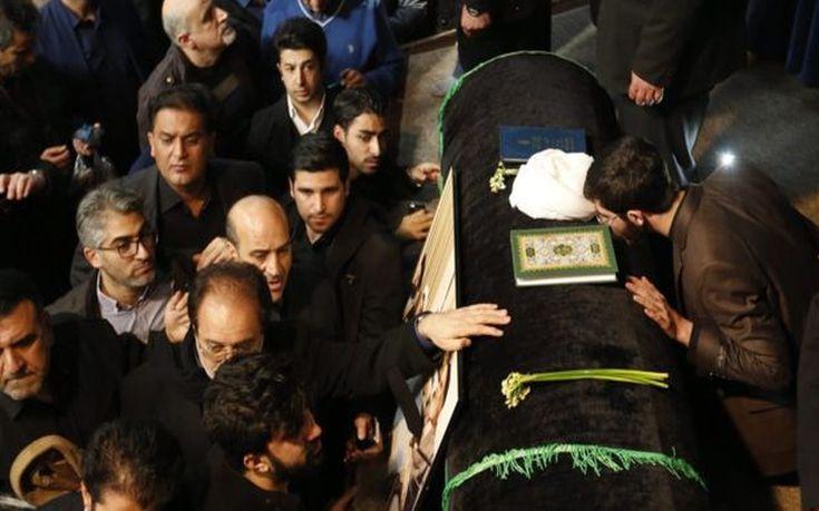 Πλήθος κόσμου στην κηδεία του πρώην προέδρου του Ιράν
