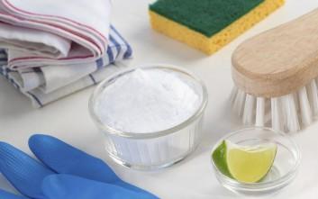 Καθαρίστε όλους τους λεκέδες με σόδα