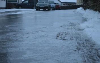 Τι πρέπει να κάνουν πεζοί και οδηγοί όταν υπάρχει πάγος στο δρόμο