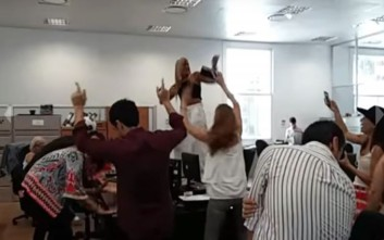 Ο καυτός χορός σε πρώην τόπο βασανιστηρίων της κόστισε τη θέση της