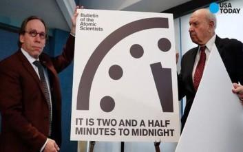 Πιο κοντά στα μεσάνυχτα πλησίασε το ρολόι της Αποκάλυψης