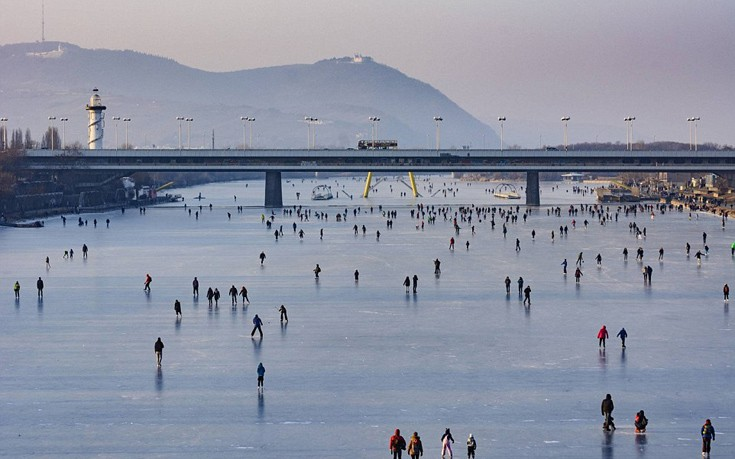 Ο Δούναβης έγινε… παγοπίστα