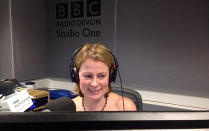 Δημοσιογράφος του BBC εμφανίστηκε γυμνή στην εκπομπή της