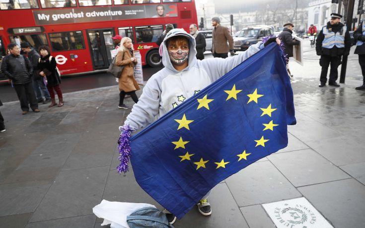 Πώς η σημερινή απόφαση για το Brexit επηρεάζει πέντε εκατομμύρια πολίτες στην Ευρώπη