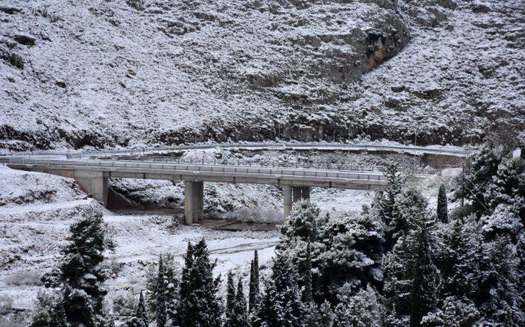 Χιονίζει ξανά σε Μυτιλήνη και Χίο