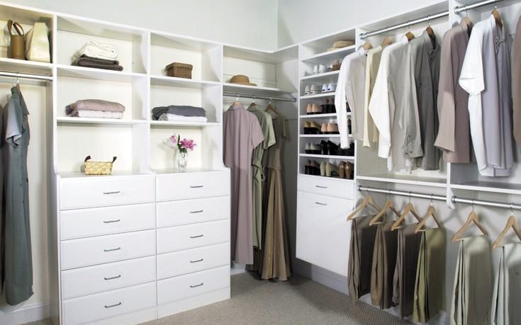 Πώς να οργανώσετε εύκολα την ντουλάπα σας
