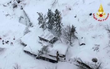 Δεν απαντά κανείς μέσα από το ξενοδοχείο στην Ιταλία που βυθίστηκε στο χιόνι