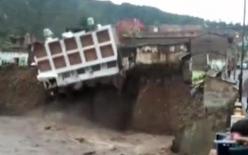 Ξενοδοχείο κατέρρευσε μέσα σε ποτάμι στο Περού