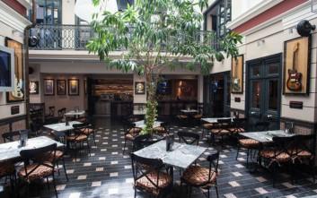 Πραγματοποιήστε την κοπή της εταιρικής πίτας στο Hard Rock Cafe Αθήνας