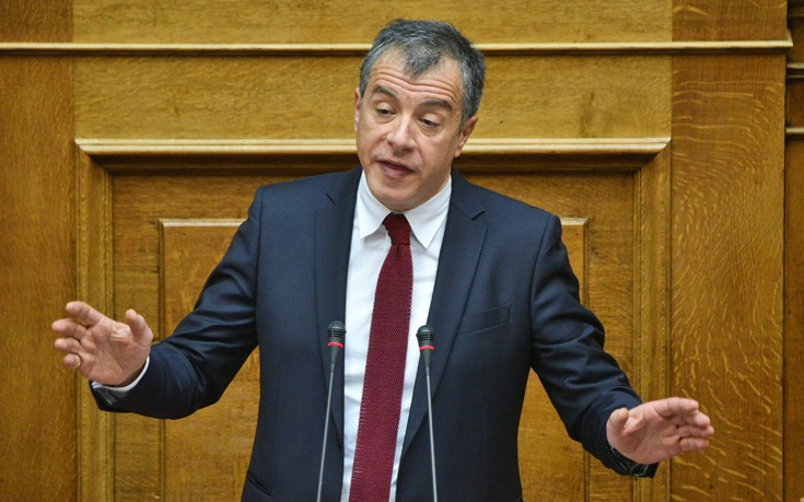 Θεοδωράκης: Ως «Αντουανέτα» ο Πετρόπουλος λέει στα μπλοκάκια να καταγγείλουν τους εργοδότες