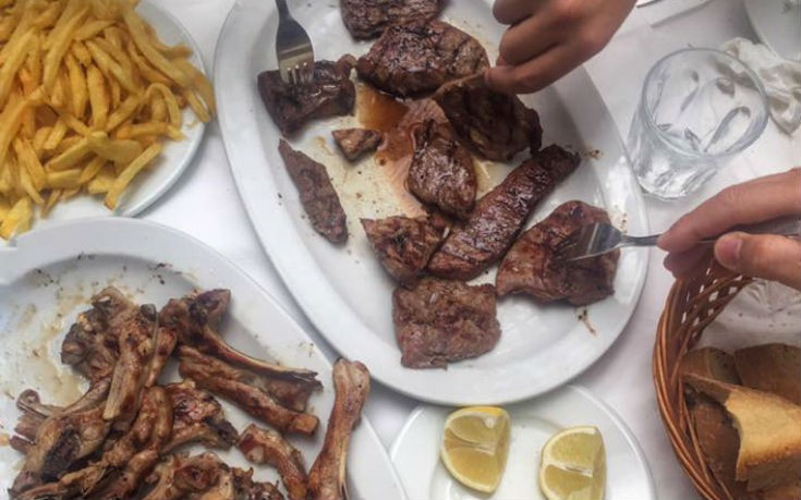 Στέκια για φαγητό ή καφέ στην Αττική που μας βγάζουν «εκτός συνόρων»
