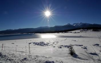 Χιονισμένη και πανέμορφη η λίμνη Πλαστήρα