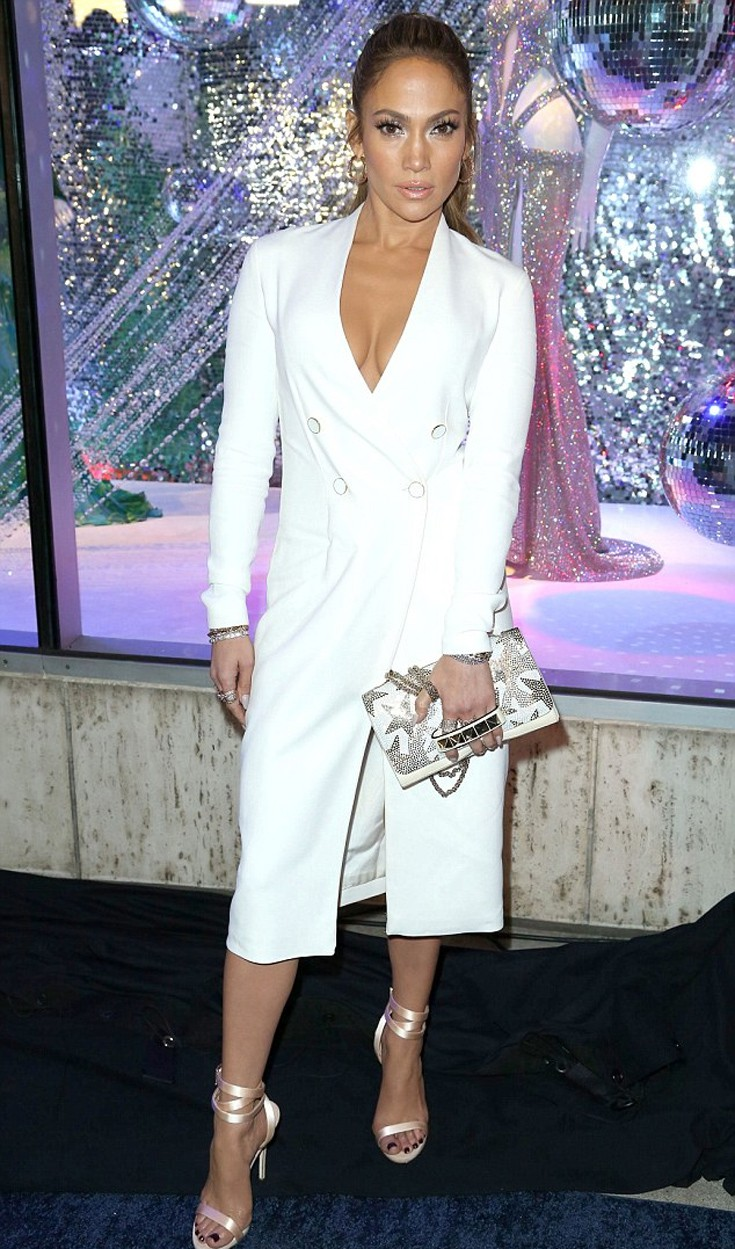 58bd4f1f9ee6 Κάτι δεν πάει καλά με το σουτιέν της Jennifer Lopez