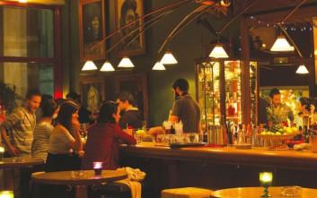 Τέσσερα ωραία μπαρ για τα φθινοπωρινά βράδια στην πόλη