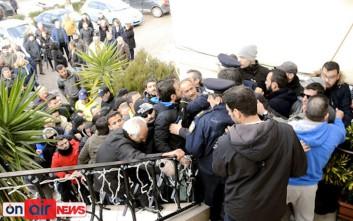 Κάτοικοι του Αιτωλικού εισέβαλαν στο Δημαρχείο Μεσολογγίου