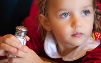 Πόσο αλάτι πρέπει να καταναλώνουν τα παιδιά