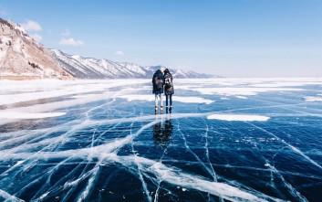 Η απόκοσμη ομορφιά της βαθύτερης και παλαιότερης λίμνης στη γη