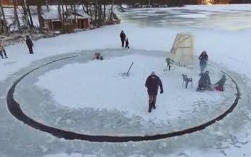 Αυτοσχέδιο καρουζέλ στον πάγο