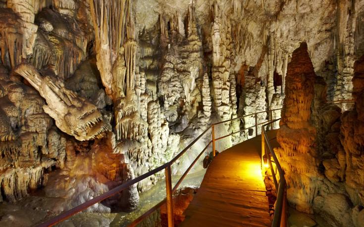 Το ατμοσφαιρικό σπήλαιο όπου γεννήθηκε ο Δίας