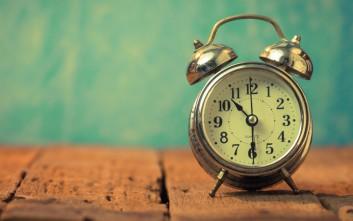Πώς ξυπνούσε ο κόσμος πριν από την έλευση των ξυπνητηριών