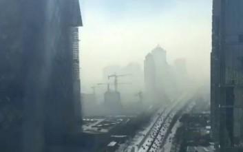 Timelapse βίντεο δείχνει την αιθαλομίχλη να τυλίγει το Πεκίνο
