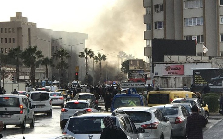 Αστυνομικός και υπάλληλος του δικαστηρίου νεκροί από την επίθεση στη Σμύρνη