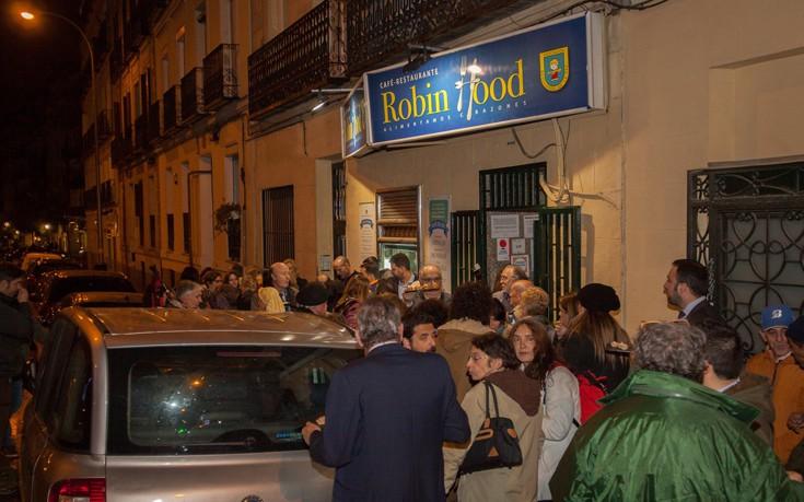 Το εστιατόριο όπου πληρώνουν οι πλούσιοι και τρώνε οι φτωχοί