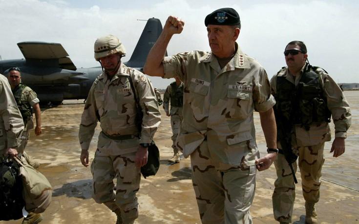 Ο αμφιλεγόμενος αμερικανός στρατηγός που έχασε δύο πολέμους αλλά το πέτο του δε χωράει άλλα παράσημα