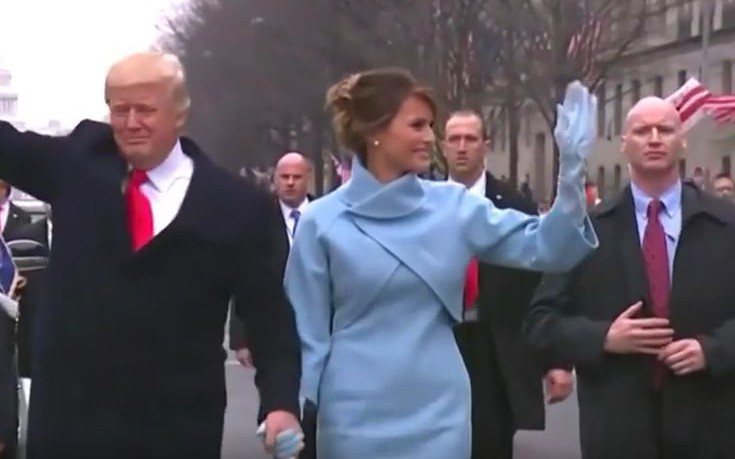 Ο σωματοφύλακας του Τραμπ με τα περίεργα χέρια στην ορκωμοσία