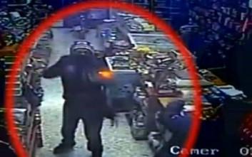 Πυροβολισμοί σε ληστεία σε μίνι μάρκετ στο κέντρο της Αθήνας