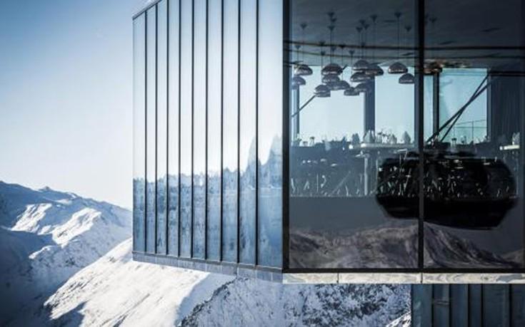 Ένα hi tech θέρετρο στις βουνοπλαγιές των Άλπεων