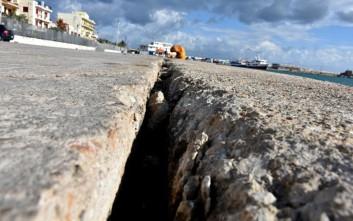 Βυθίζεται το λιμάνι της Χίου