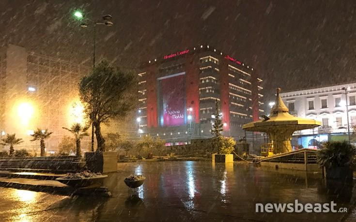 Ο χιονιάς έφτασε μέχρι το κέντρο της Αθήνας