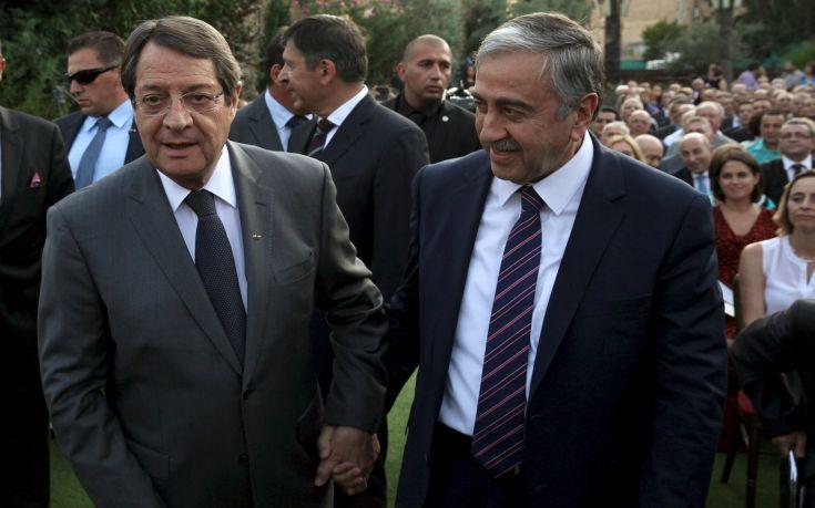 Χωριστές συναντήσεις με Αναστασιάδη και Ακιντζί θα έχει η απεσταλμένη του ΟΗΕ