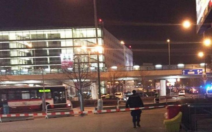 Εκκενώνεται το αεροδρόμιο της Πράγας