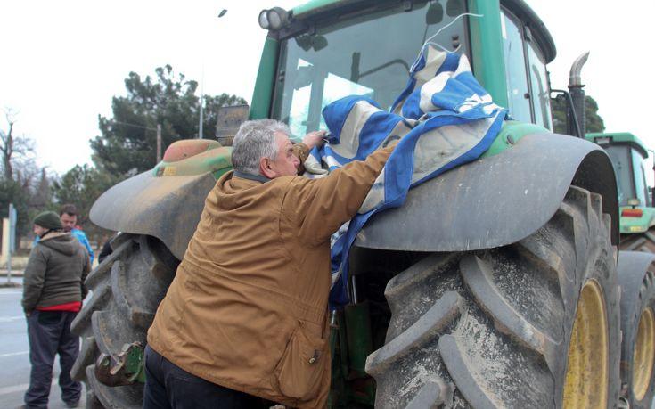 Στο δρόμο για τον Πειραιά οι αγρότες της Κρήτης