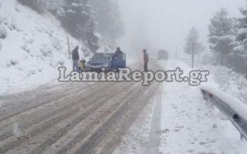 Έντονη χιονόπτωση στον δρόμο Λαμίας - Καρπενησίου