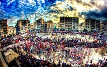 Χιλιάδες καρναβαλιστές ξεχύθηκαν στους δρόμους της Πάτρας