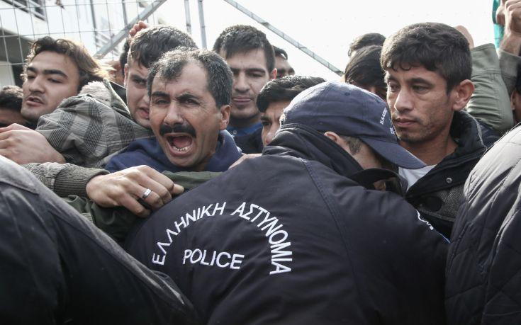 Γερμανική οργάνωση για τα ανθρώπινα δικαιώματα στηρίζει την Αθήνα στο προσφυγικό