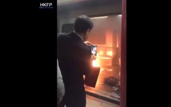 Πυρομανής έβαλε φωτιά στο μετρό του Χονγκ Κονγκ