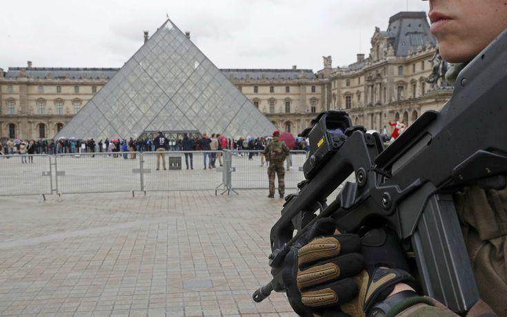 «Αλλάχ ου Άκμπαρ» φώναξε ο δράστης της επίθεσης στο Λούβρο στο Παρίσι