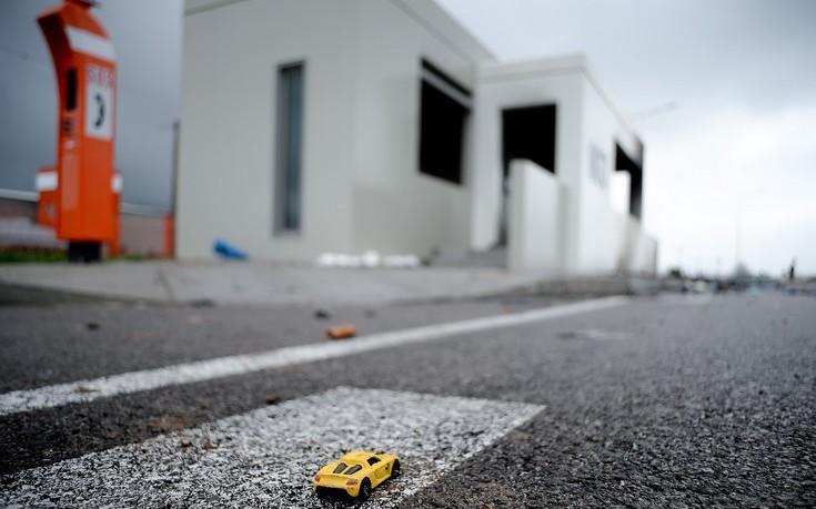 Μυστήριο με το σπορ αυτοκίνητο που σταμάτησε στην εθνική οδό μπροστά στα φλεγόμενα οχήματα