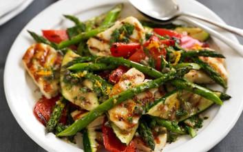 Σαλάτα ψητών λαχανικών με χαλούμι